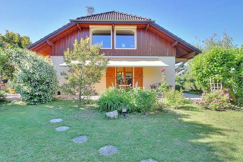 Maison familiale à 400 m du lac, holiday rental in La Balme
