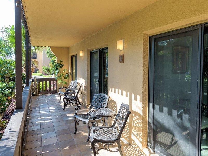 What?! Newly Remodeled 2BR, 2BA 1st Floor Facing Lush Tropical Courtyard!, alquiler de vacaciones en Isla del Padre Sur