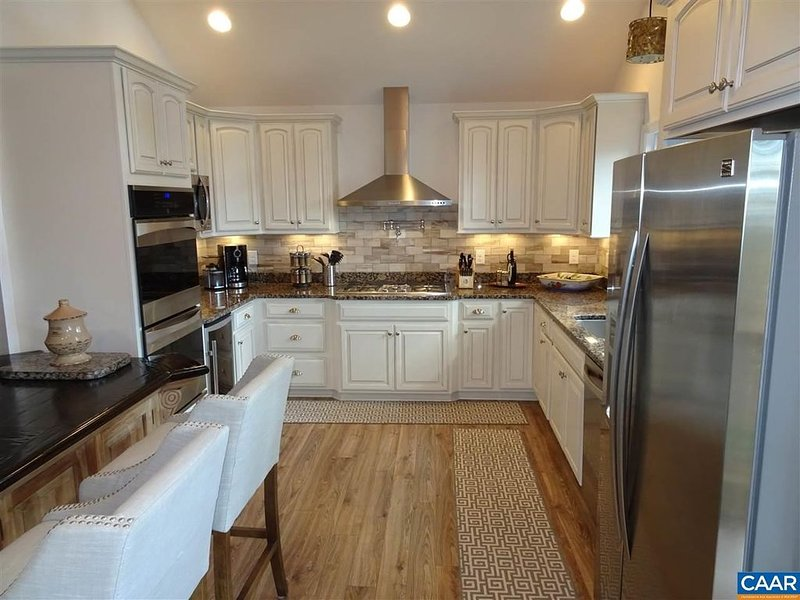 Beautiful decor/ Wintergreen home/ Walk to slopes, holiday rental in Tyro