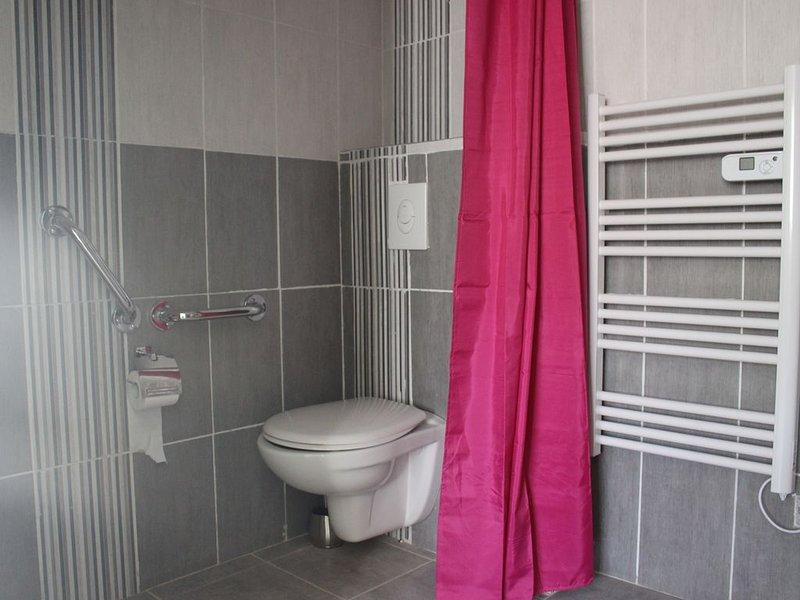 Bel appartement T2 Classé 4 étoiles Labellisé PMR proche thermes et commerces, holiday rental in Combes