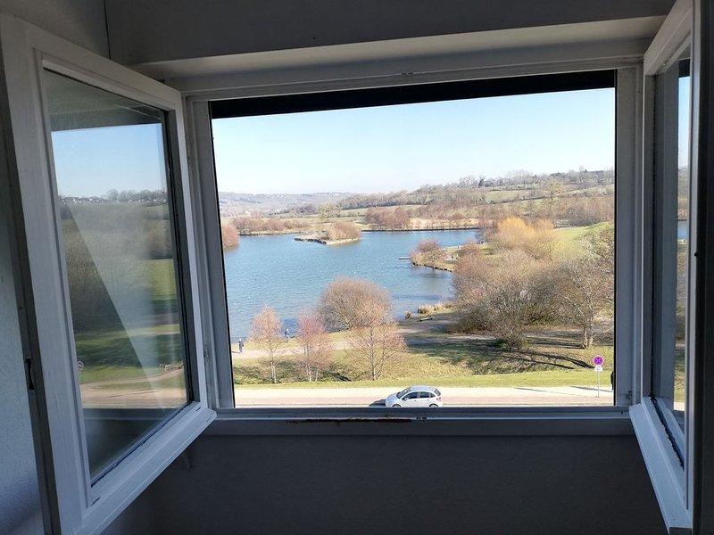 Magnifique vue Lac et Paysage ! Bel Appartement vue Mer et Plage à gauche, casa vacanza a Bourgeauville