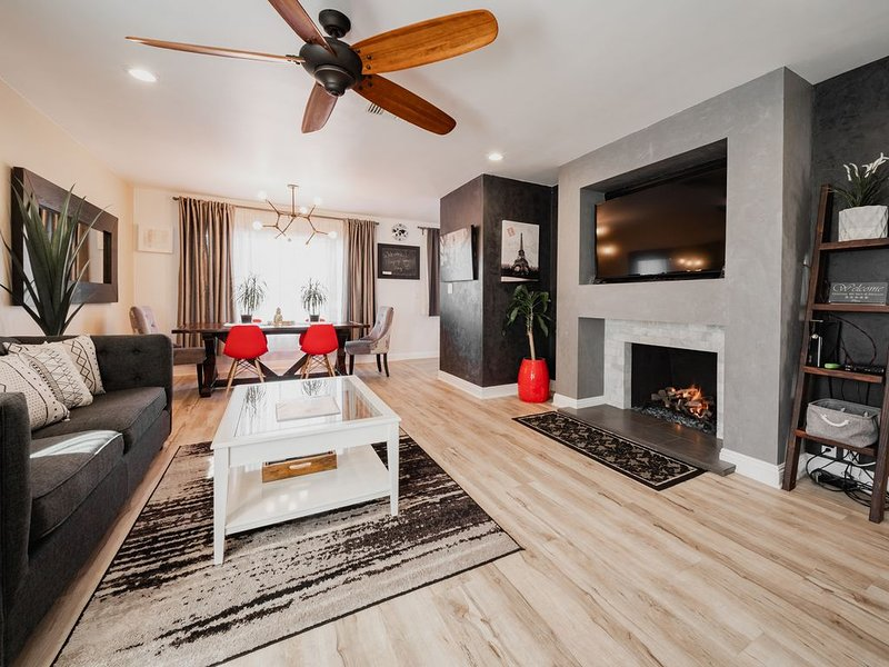New Listing Discount!! 20% off for only a Limited Time!, casa vacanza a Buena Park
