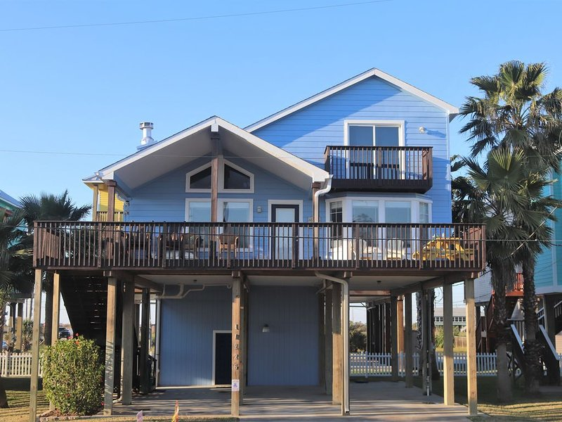 BEAUTIFULLY DECORATED - Amazing view from decks. Just one block from the beach!, holiday rental in Bayou Vista