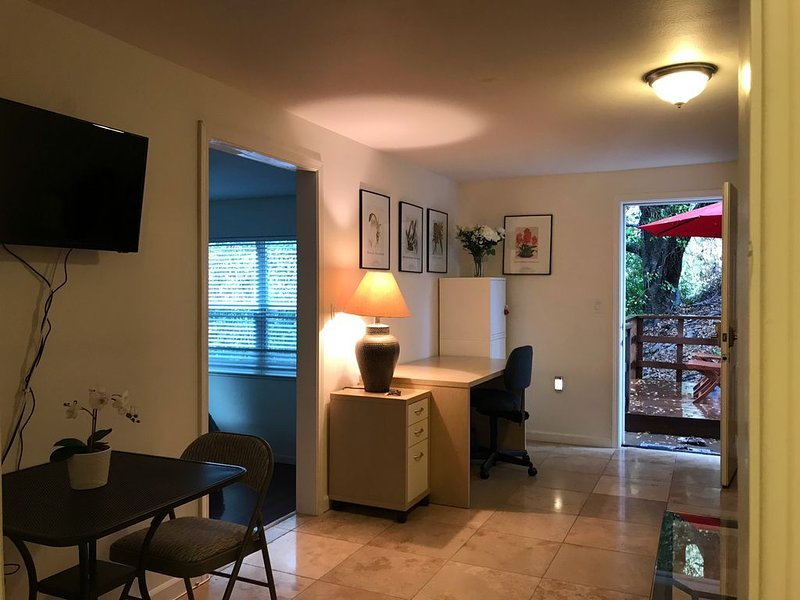 Private, Quiet, and Cozy / laundry inside, holiday rental in Union City