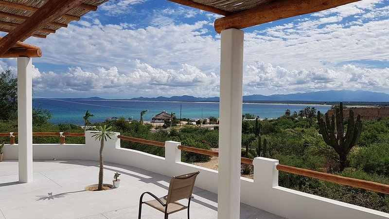 CASA TAKO 2, new house, less than 5 minutes walk to beach with kite launch., holiday rental in El Sargento