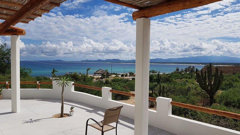 CASA TAKO 2, new house, less than 5 minutes walk to beach with kite launch., alquiler vacacional en El Triunfo
