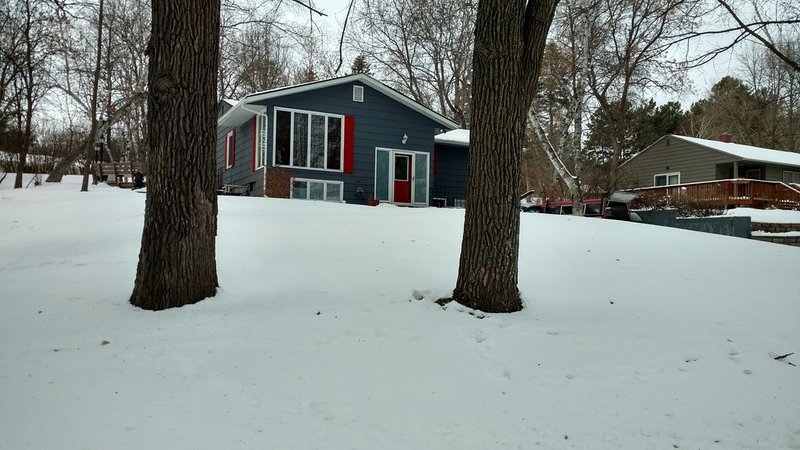 Victoria Heights Charmer, Quiet,. Safe,  Close to all events, holiday rental in Brandon