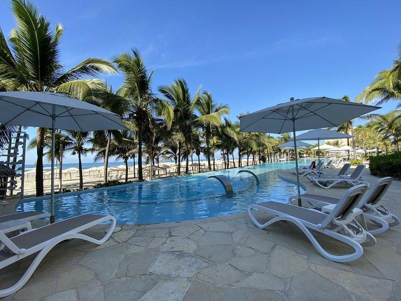 Exclusivo Penthouse Zona Diamante Con Club de Playa, holiday rental in El Marques