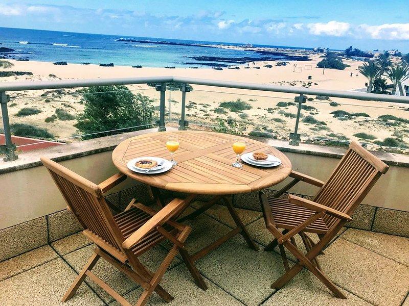 Stunning views & location. Spacious 1 bed apartment directly on beach El Cotillo, holiday rental in El Cotillo