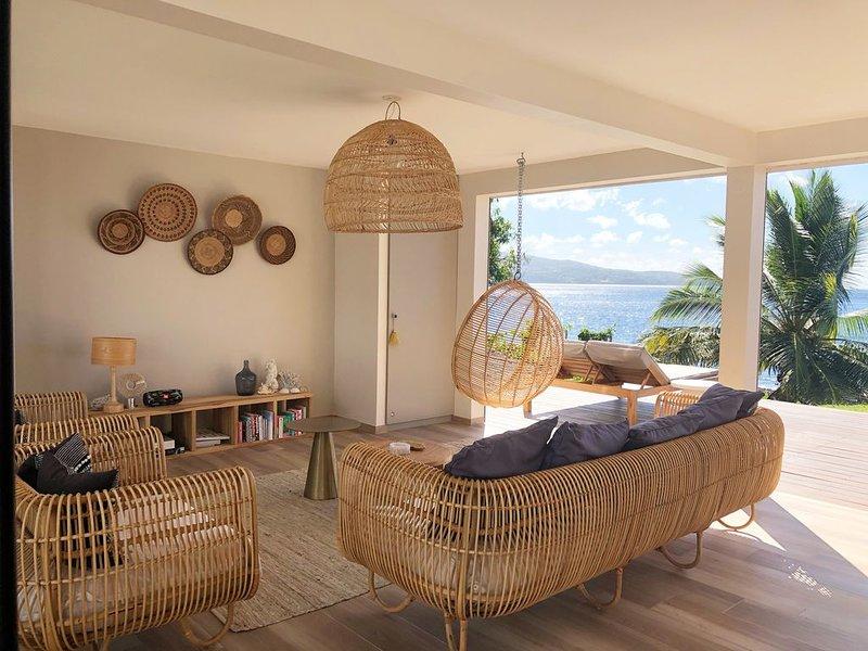Villa d'architecte avec terrasse les pieds dans l'eau, holiday rental in Le Precheur