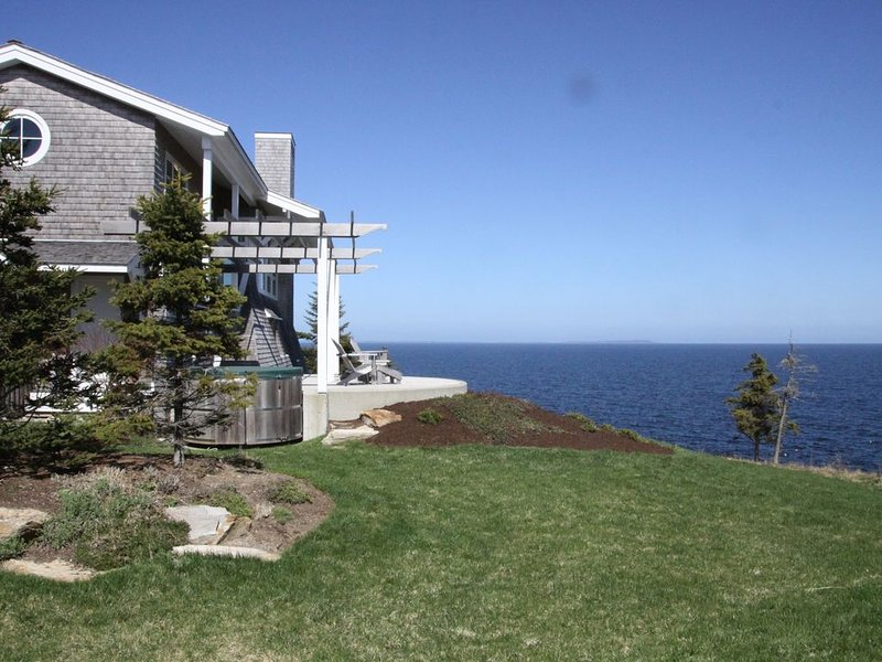 Open Ocean View with Crashing Surf From This Luxury Home, alquiler vacacional en New Harbor