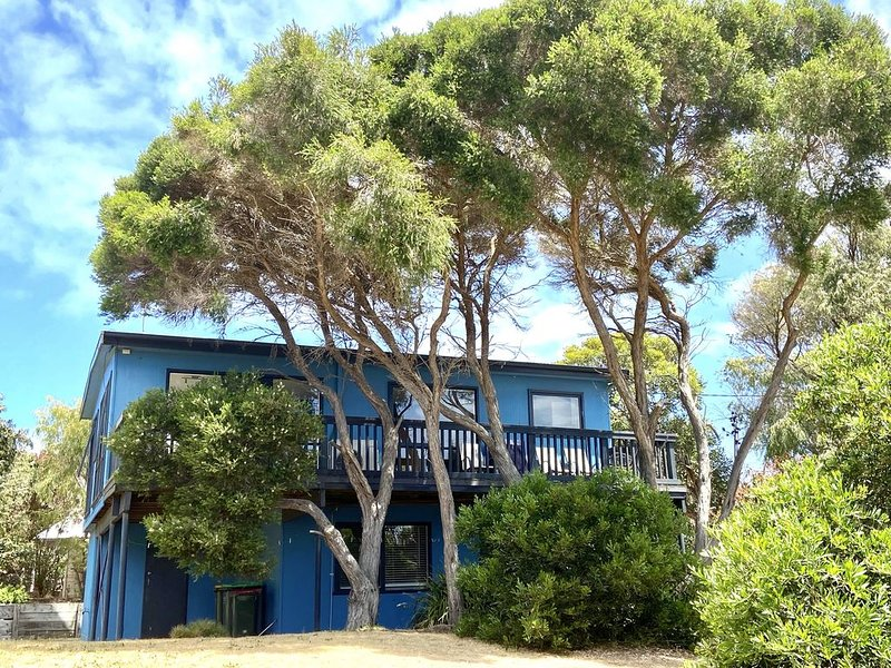 Moonah Blue - A Retro Beach Pad with Sea Views, holiday rental in Cape Paterson