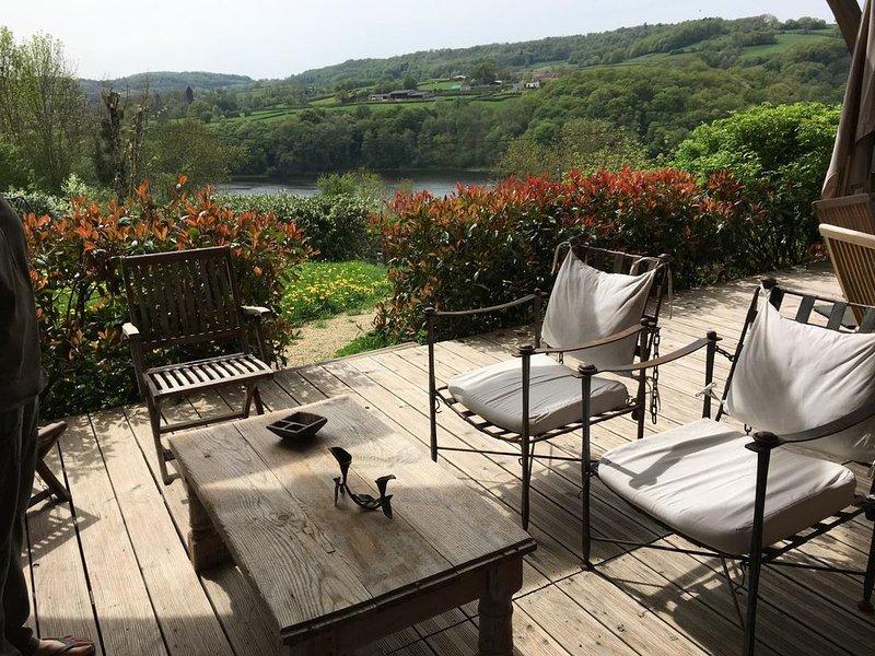 Maison chalet vue panoramique sur le Lac et les monts du Morvan, holiday rental in Saint-Germain-des-Champs