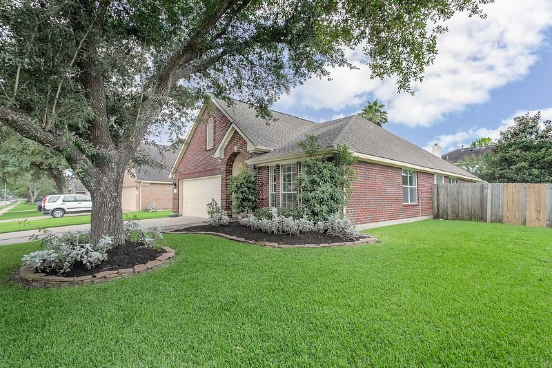 Fully Furnished Ranch Style Home close to Houston/Nasa and Hobby Airport, holiday rental in Rosharon