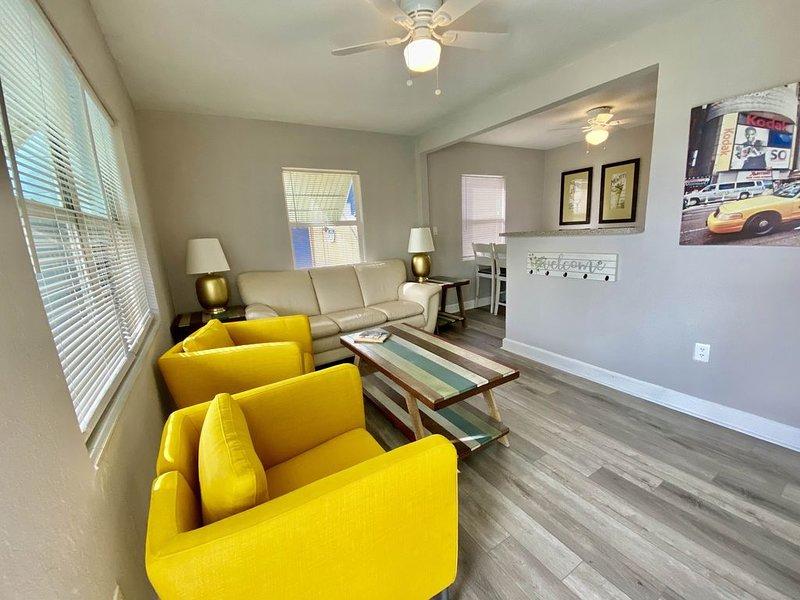 Cozy 3 Bedroom 2 Bath in the heart of Tampa Bay, alquiler de vacaciones en Feather Sound