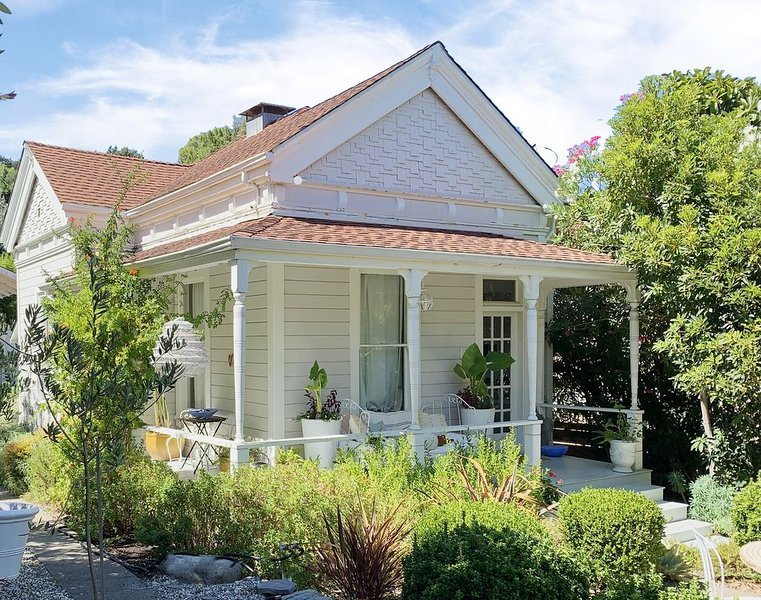 A Beautiful Respite - Just Steps From Quaint Larkspur Downtown, holiday rental in Fairfax