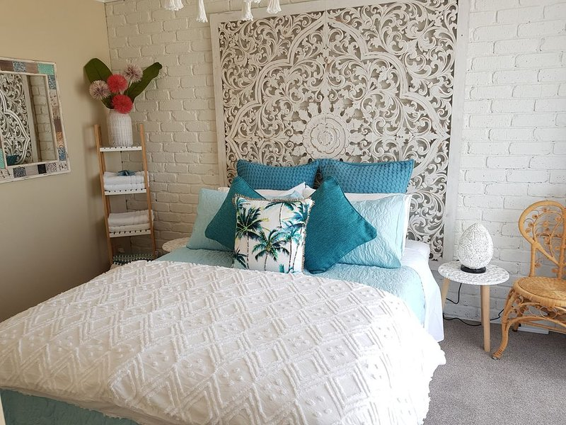 Beach Getaway Ocean Grove 1 bedroom Self Contained Unitx, vacation rental in Wallington