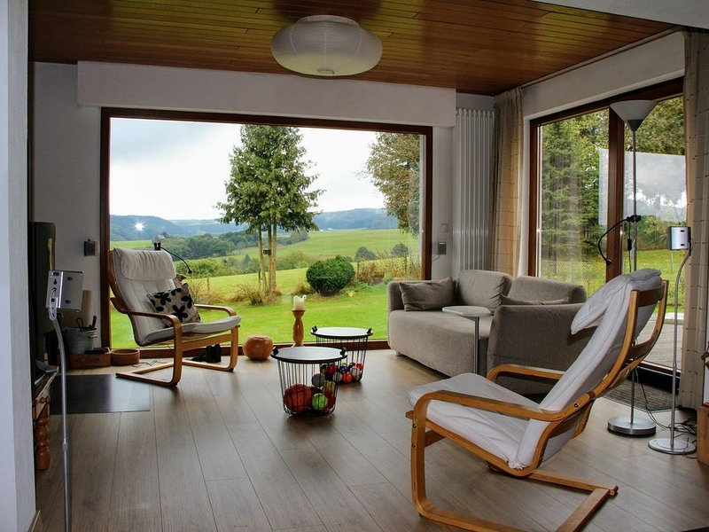 Geweldig uitzicht en rustige ligging, holiday rental in Hellenthal