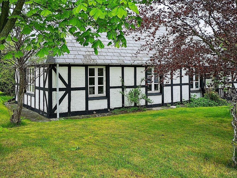 Peaceful Holiday Home in Jutland with Terrace, alquiler vacacional en Kandestederne
