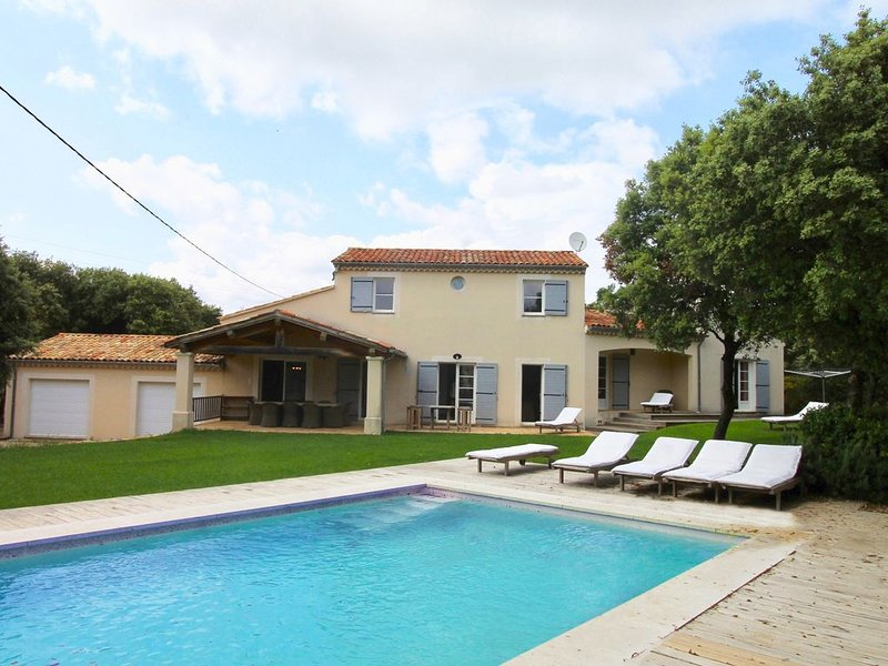 La Briocha - A luxuriosly furnished holiday home in Bonnieux, the heart of the L, holiday rental in Bonnieux en Provence