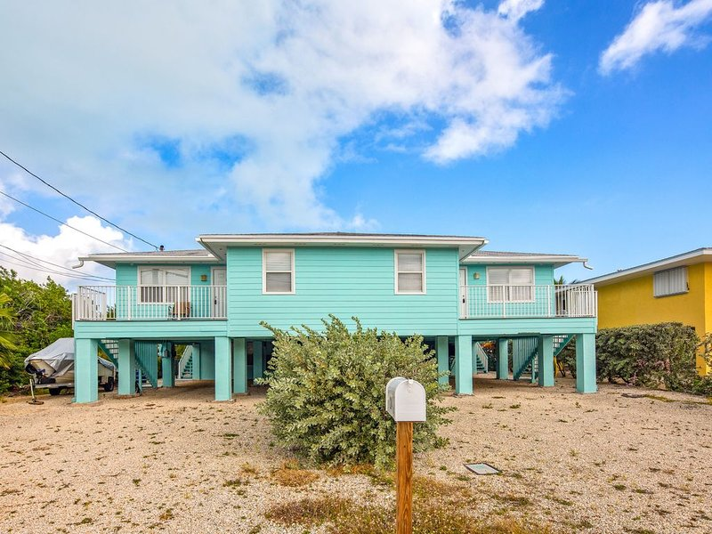 NEW LISTING! Canal front duplex with private heated pool and grills - dogs ok!, holiday rental in Duck Key