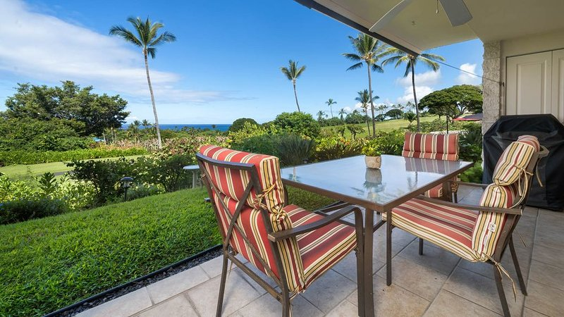 Keauhou Akahi 103-Ground Floor Condo that sleeps 4!Ocean & Golf Course Views!, alquiler de vacaciones en Keauhou