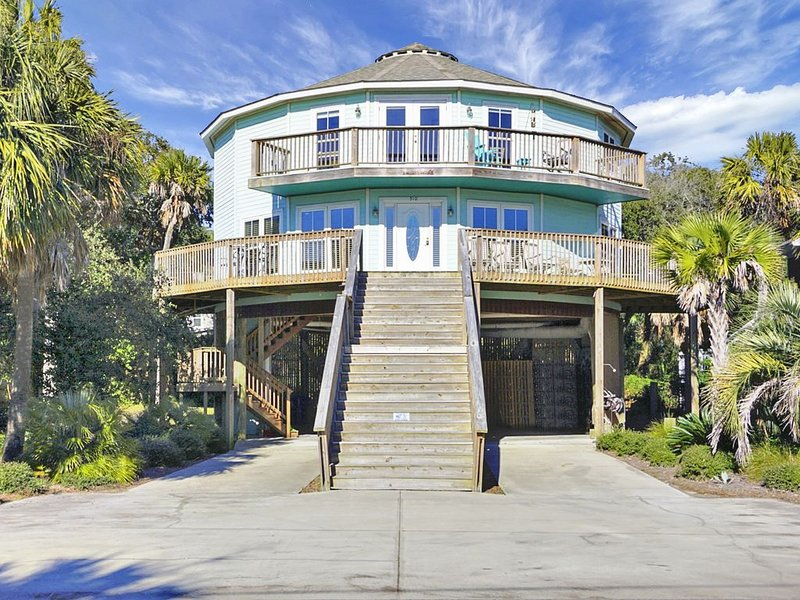 Unique Architectural Beach House - 2nd Row - Direct Access - Ocean Views, holiday rental in Folly Beach