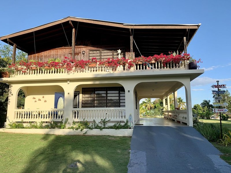 A traditional PR home, Clara's Villa, near beaches and Downtown Boqueron., holiday rental in Guanica