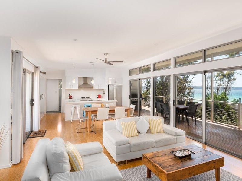 Carpe Diem - Luxury Beach House - Amazing Views, holiday rental in Island Beach