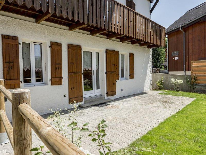 Appartement neuf au centre du village et à 150 mètres du ski-bus., location de vacances à Samoëns