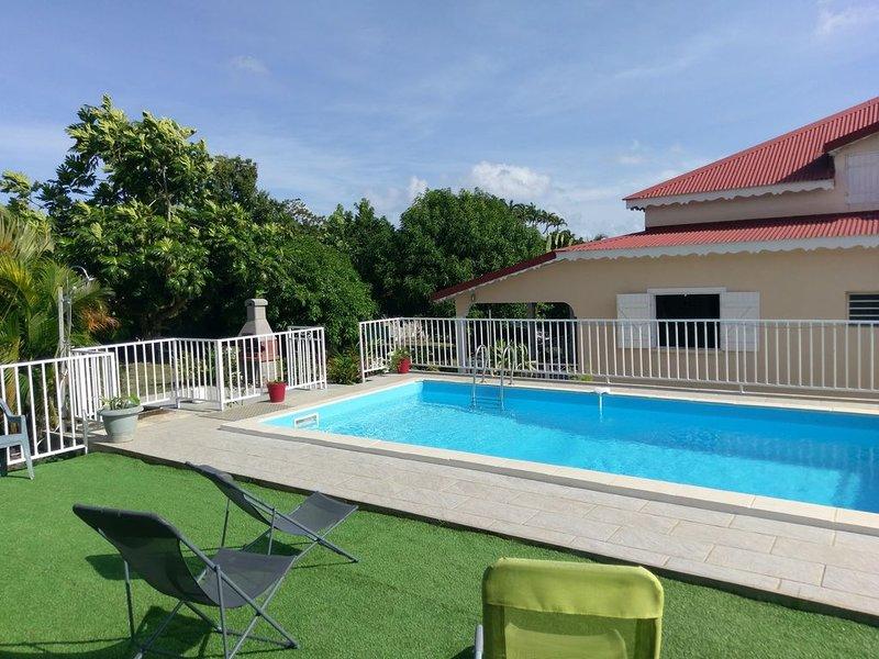 Villa  familiale, spacieuse avec piscine , proche de la plage, location de vacances à Sainte Rose