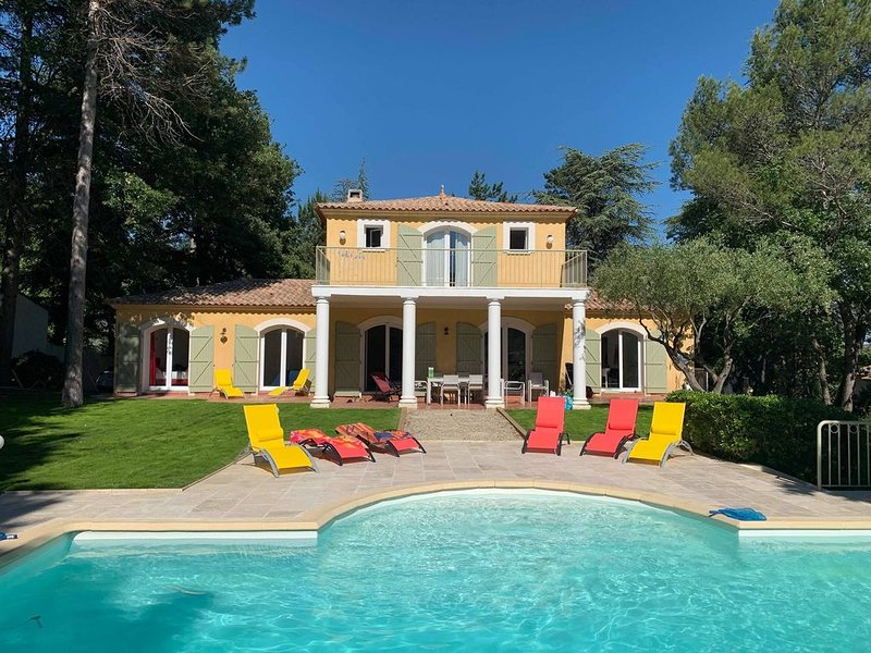 Villa provençale entiérement rénovée en 2019 avec piscine privative, vacation rental in Gaujac
