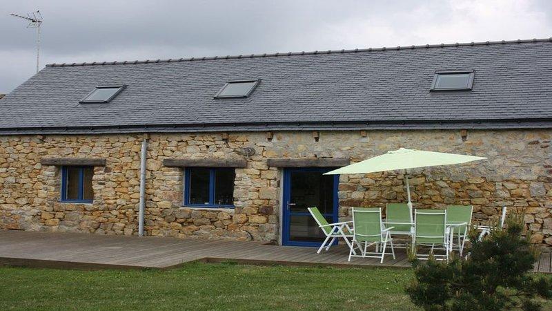 Maison en pierres en plein coeur de la presqu'ile de Crozon pour 6 personnes, vacation rental in Lanveoc