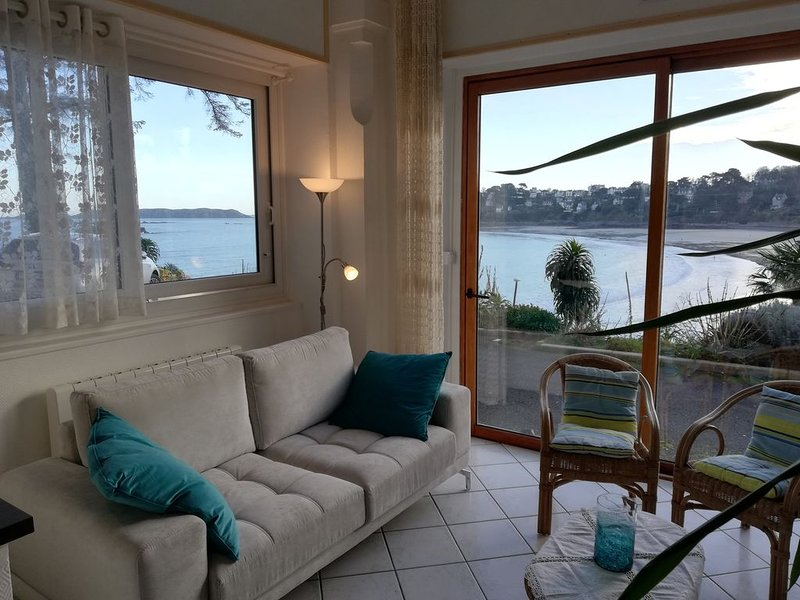 **Superbe vue mer **   dans appart tt confort 4 p, accès direct plage,park, wifi, location de vacances à Perros-Guirec