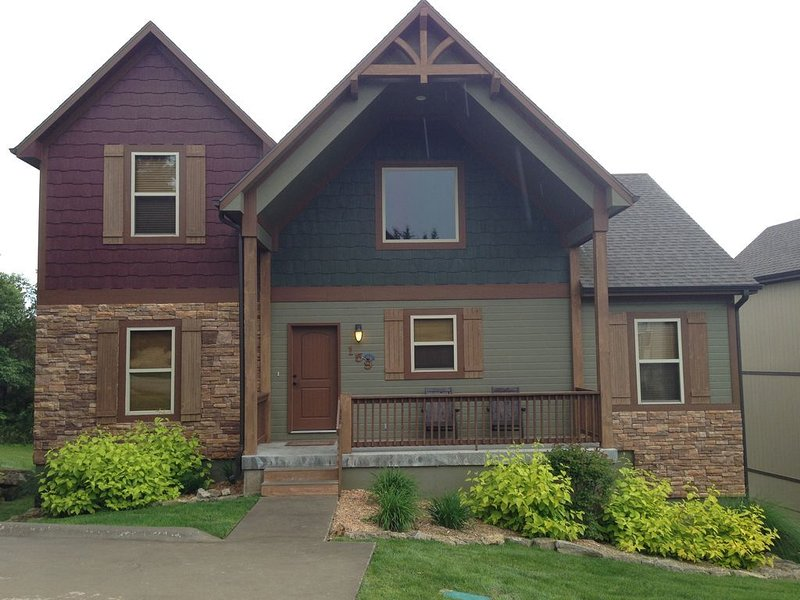 6BR with 2 Master Suites, Hot Tub & Pool Table Near Lake, casa vacanza a Hollister