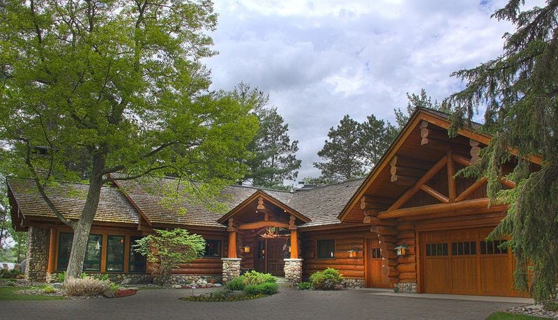 Three Luxury Log Cabins On Private Peninsula On The Whitefish Chain of Lakes, aluguéis de temporada em Pequot Lakes