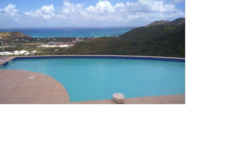 Villa sur les hauteurs de la Savane, magnifique vue mer- 3ch et piscine privée, holiday rental in Sandy Ground