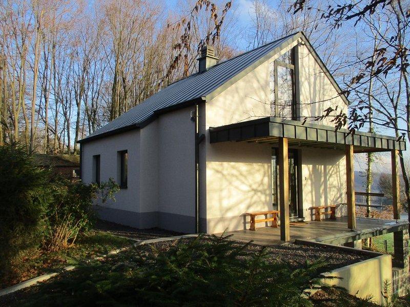 L'abrigîte 'sous les arbres' : gîte pour séjour rural pour 4 à 6 personnes., location de vacances à Huy