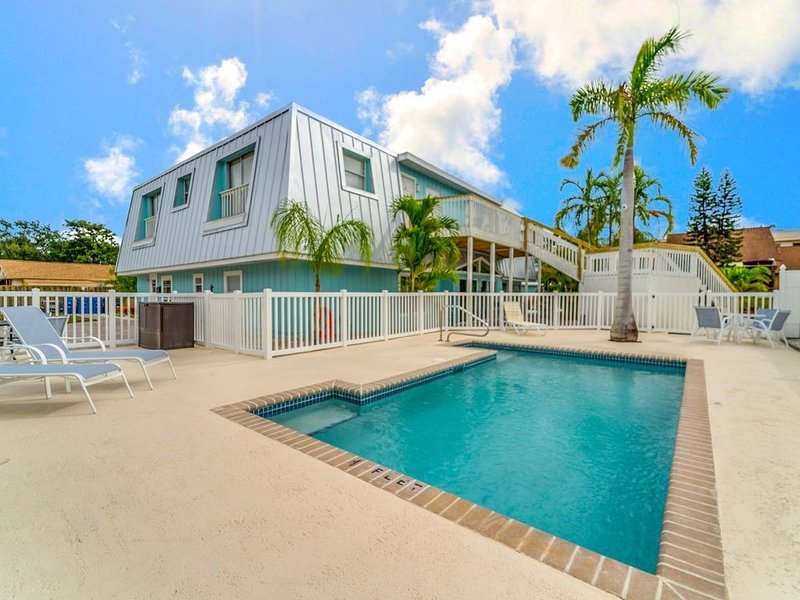 Steps From Siesta Key Beach! 1BR w/ Heated Pool, vacation rental in Siesta Key