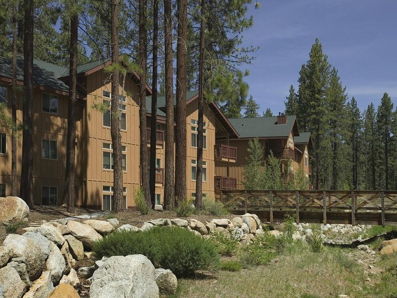 2BR Resort Condo for 6: Walk to Lake! Pool, Hot Tub+, holiday rental in Zephyr Cove