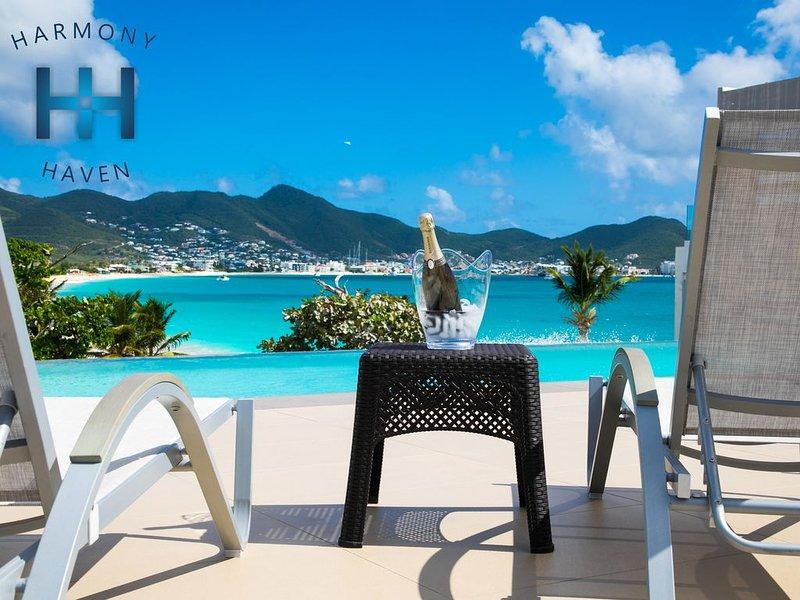 VILLA HARMONY HAVEN at AQUA. Brand new condo overlooking Simpson Bay Beach., aluguéis de temporada em St-Martin/St Maarten