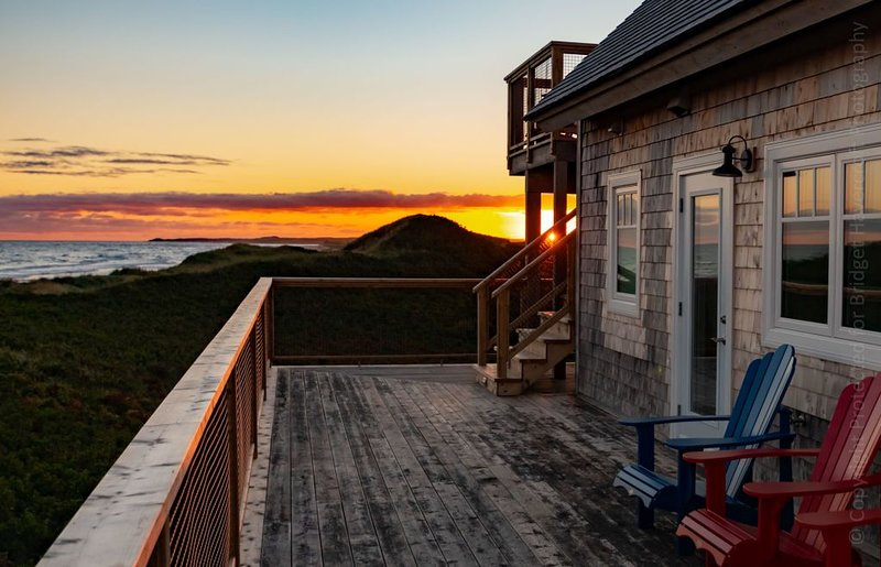 Sea Dunes Beach House -Stunning Beach Front Luxury-100% refund-No deadlines 2020, holiday rental in Saint Margarets
