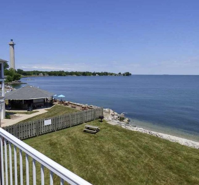 Top Floor Waterfront Put-in-Bay condo, vacation rental in Put in Bay