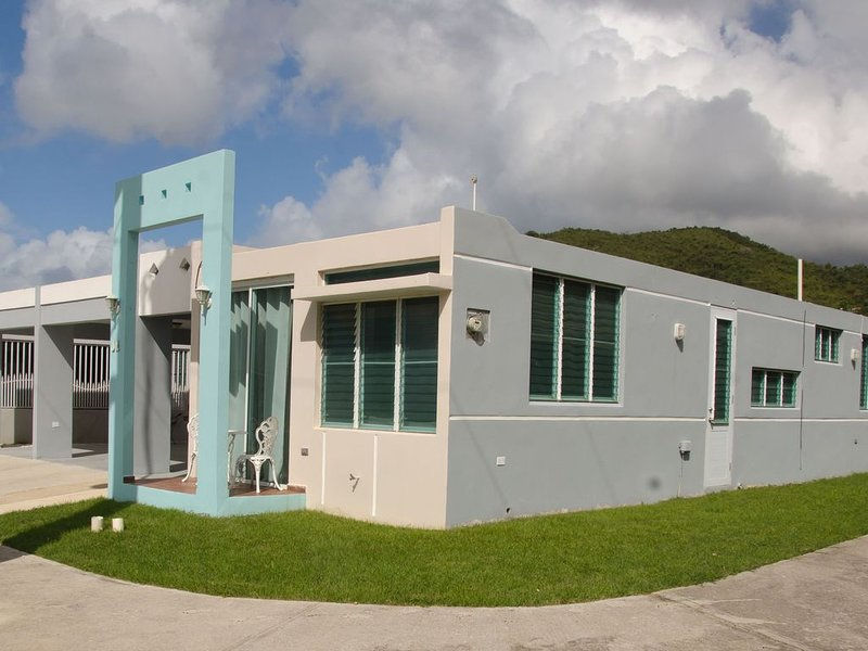 Beachhouse Secure Gate community w/pool, INTRO DISCOUNT, vacation rental in Cayey