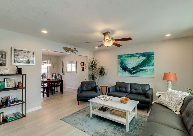 ~ THE MERMAID~   Luxurious Tempe 3BR~ King Bed~ Great location near Airport/ASU!, holiday rental in Tempe