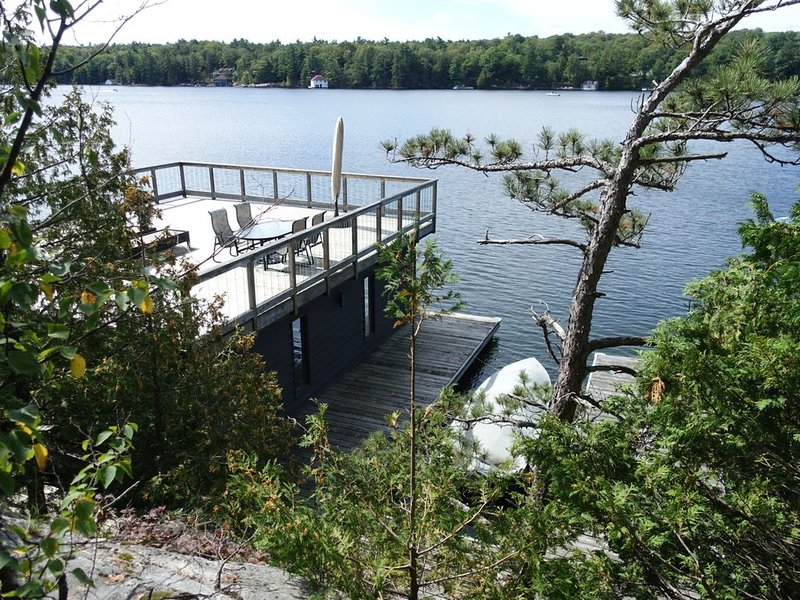Spacious Muskoka Cottage on Lake Joseph w Boathouse, holiday rental in Seguin Township