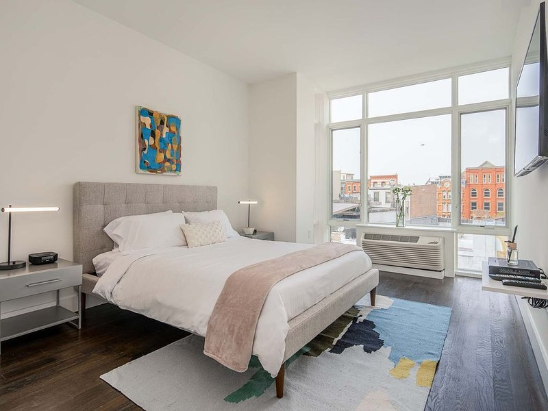 Two Bedroom Suite Across From Grove Path, holiday rental in Jersey City