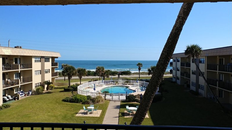 Oceanfront 2 bed/2 bath condo, top floor (3rd), fully equipped, Ferienwohnung in Ormond Beach