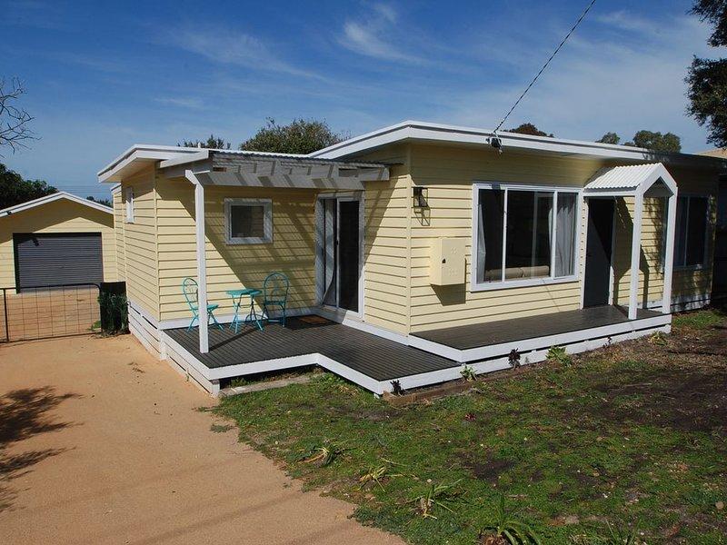 Sunshine Grove - Close proximity to Lake Victoria, holiday rental in Fernbank