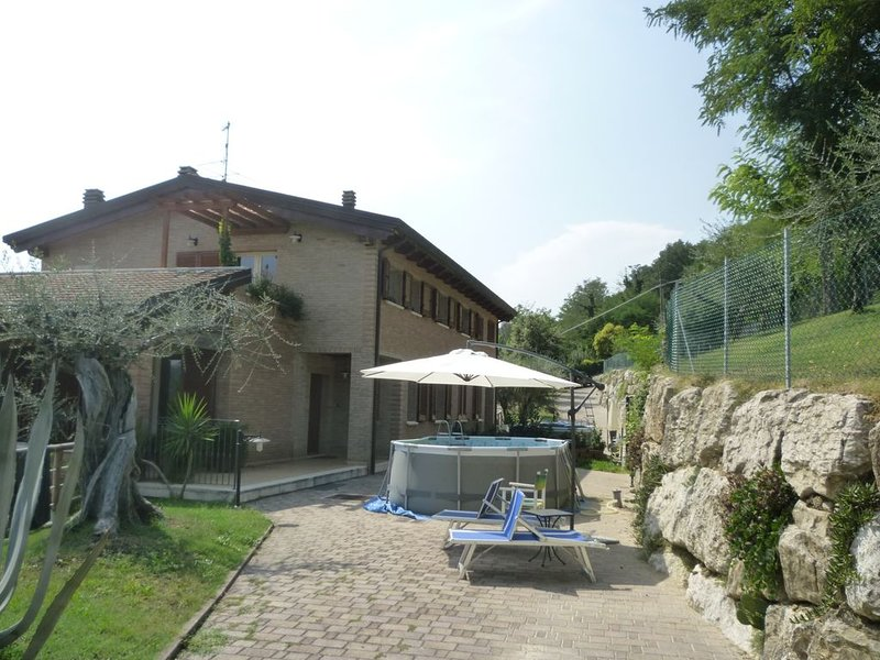 Casa con giardino a Montescudo, Rimini, vacation rental in Gemmano